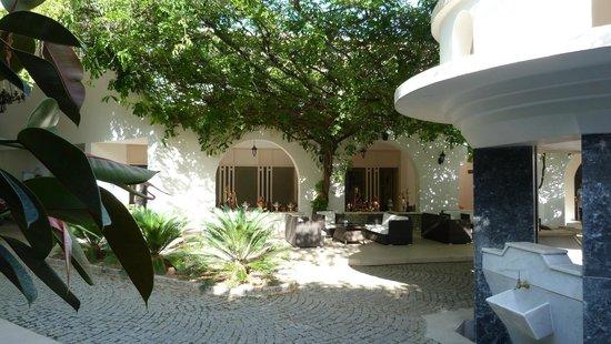 Teos Village: Innenhof mit Tee'haus' - hier kann man auch Wasserpfeife rauchen.