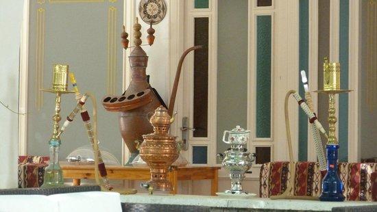 Teos Village: Orientalische Deko vorm Tee'haus'.