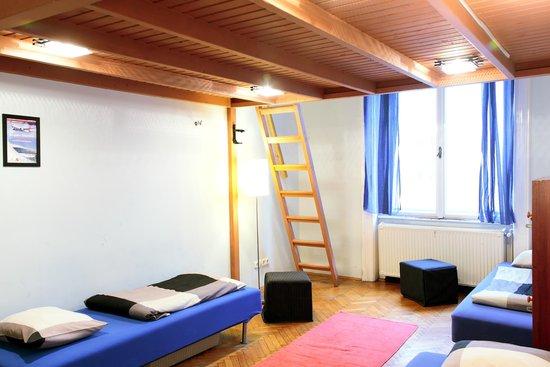 Maverick Hostel : dorm room
