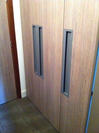 Décoration Moderne , entrée placard - Photo de Novotel Cergy ...