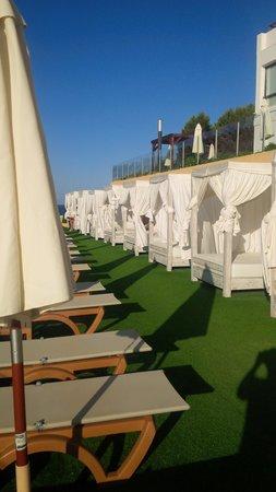 Palladium Hotel Cala Llonga: Astro Turf and cabannas