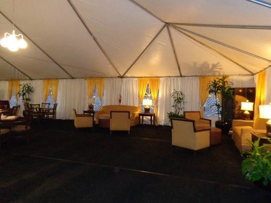 Crowne Plaza Los Angeles International Airport Hotel : temp lounge/diningroom
