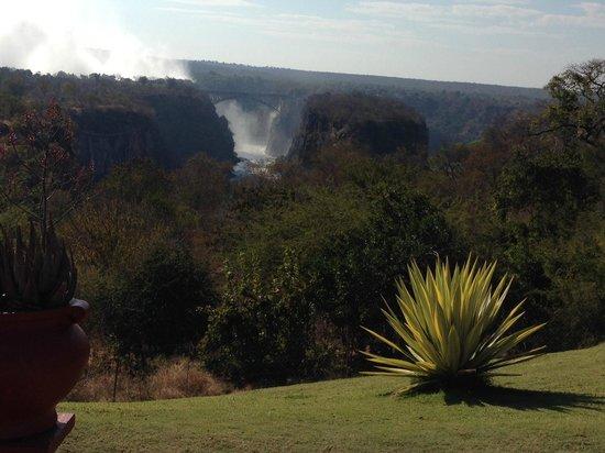 The Victoria Falls Hotel: Blick Richtung Victoria Fälle