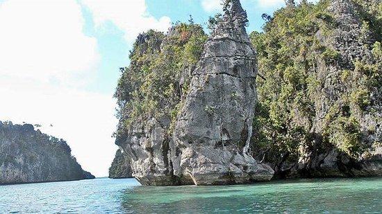 Raja Ampat Islands: batu yang berbentuk wajah di summalelen missol