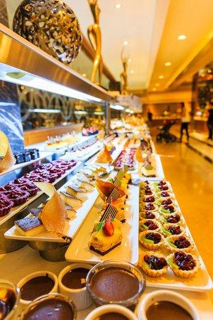 Royal Holiday Palace: Evening Buffet Dining
