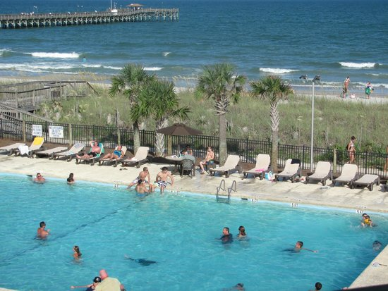 DoubleTree Resort by Hilton Myrtle Beach Oceanfront : You can see how close beach is to the pool