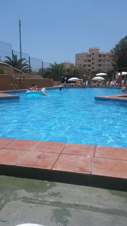 Playa Olid Apartments: Second quieter pool