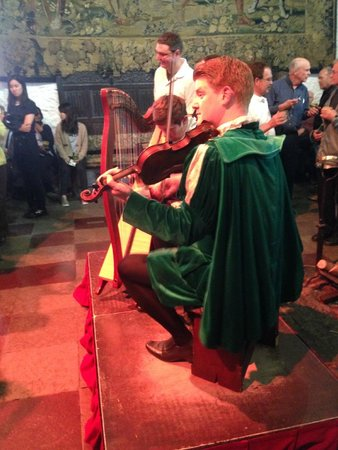 Bunratty Castle Medieval Banquet: The two musicians