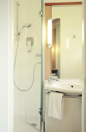 Ibis Portsmouth Centre : Bathroom