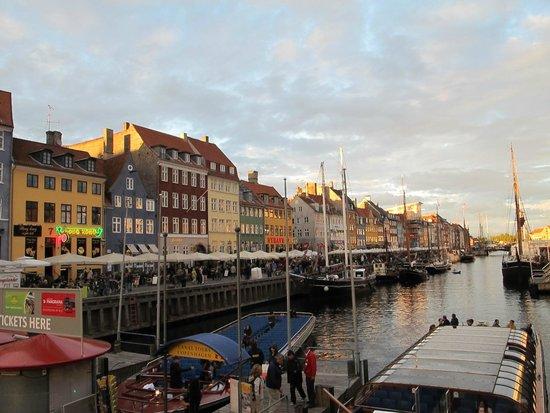 Heering Restaurant and Bistro: Restaurant row at Nyhavn