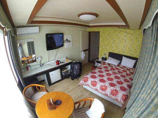 Capital Motel : Room angle 1 - 8mm wide angle
