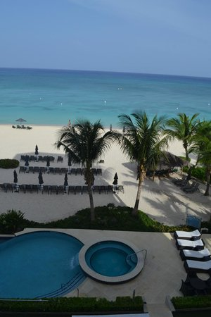 Beachcomber Grand Cayman : View from balcony