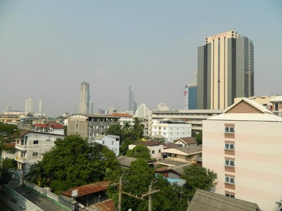 Sathorn Saint View Serviced Apartment : View from the balcony