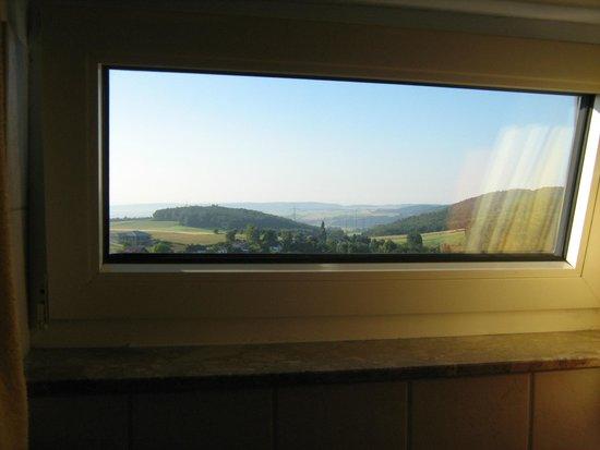 Hotel U0026 Ferienwohnungen Seeschlößchen: Ausblick Aus Dem Badezimmer Fenster