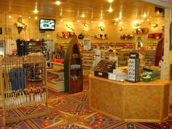 Highland Marina Resort : Inside marina store