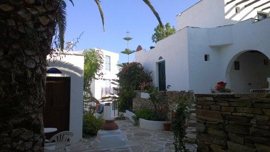 Nastasia Village Hotel : cortile