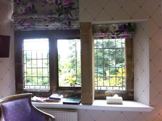 Fischer's Baslow Hall: Beautiful leaded windows