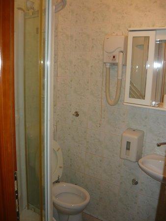 Motel Nana: Bathroom