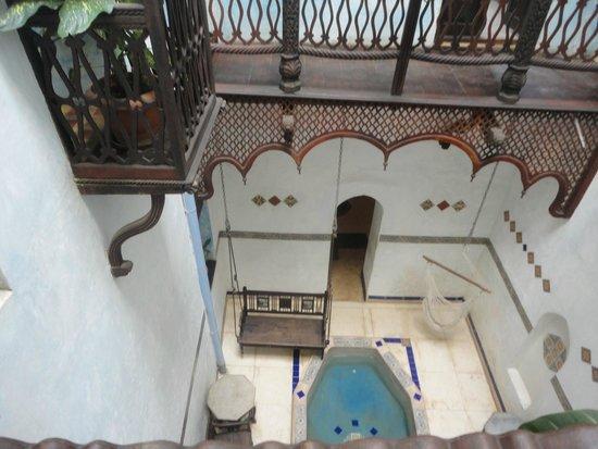 Emerson Spice : Courtyard