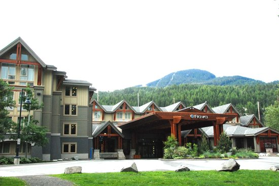 Aava Whistler Hotel: Front of the hotel