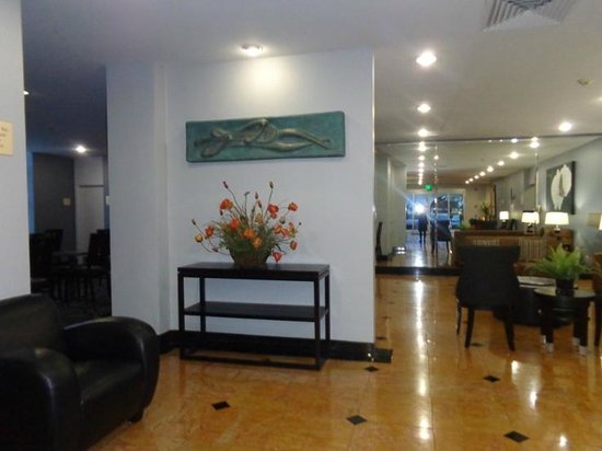 Holiday Inn Express Van Nuys: lobby area