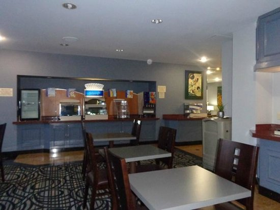 Holiday Inn Express Van Nuys: dining area