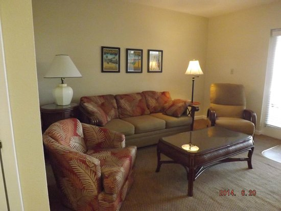 Camelot by the Sea: living room with pull out couch (2nd bed)