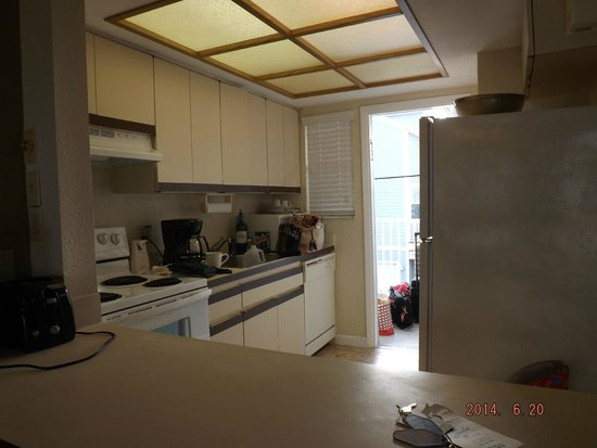 Camelot by the Sea: kitchen