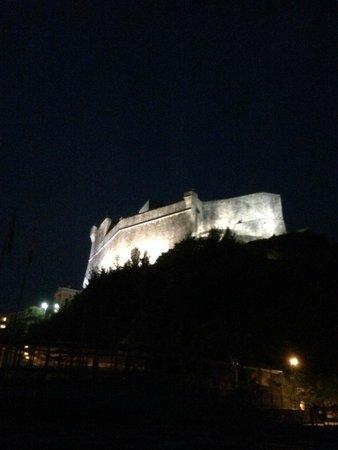 Castello di Lerici: Visione notturna del castello
