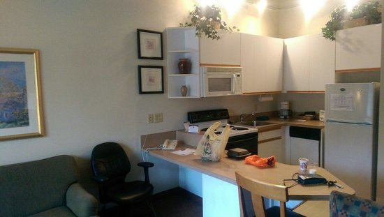 CrestHill Suites Syracuse: Kitchen