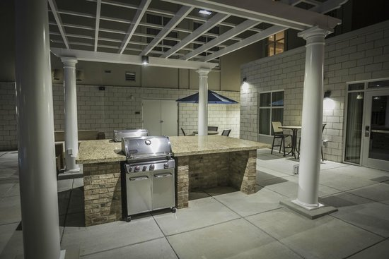 Homewood Suites by Hilton Charlotte Ballantyne Area: Outdoor Patio and Grill