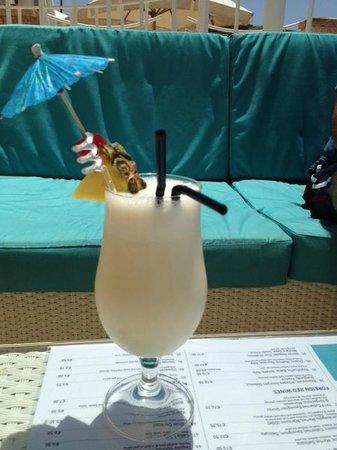 Radisson Blu Resort & Spa, Malta Golden Sands: Pina Colada at Pebbles Beach Bar