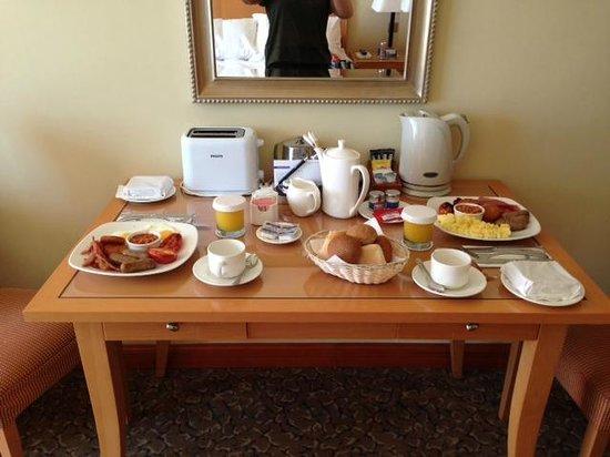 Radisson Blu Resort & Spa, Malta Golden Sands: Room service - breakfast