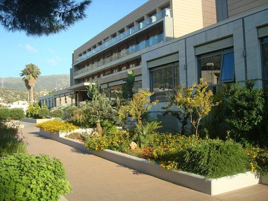 Aktia Lounge Hotel & Spa : l'entrée de l 'hôtel