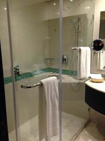 Four Points by Sheraton Kuwait: Bathroom