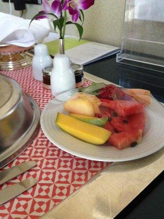 Four Points by Sheraton Kuwait: Breakfast in room