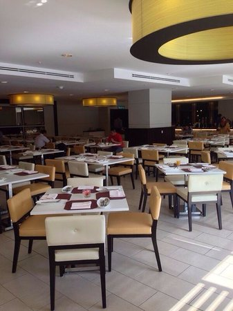 Vistana Kuantan City Centre: Spacious dining area for buffet breakfast