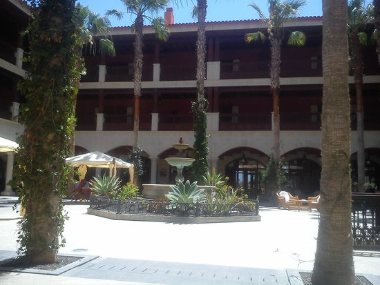 Hotel Elba Palace Golf: the picture does not do the courtyard justice, beautiful