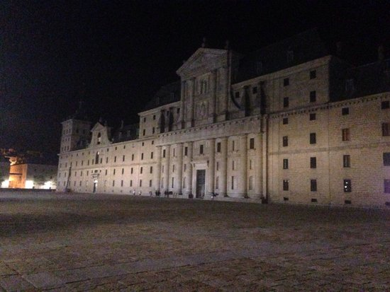 Monasterio y Sitio de San Lorenzo de El Escorial: Monasterio a las 01:00am