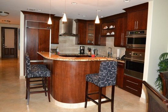 Beachcomber Grand Cayman: Kitchen