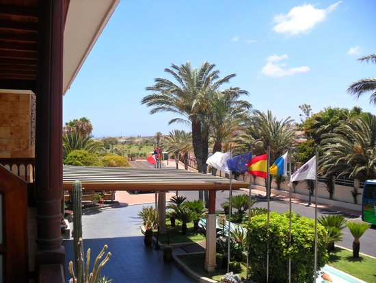 Hotel Elba Palace Golf: view from our balcony, there are balconies overlooking the golf course too