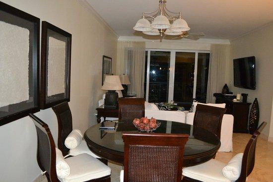 Beachcomber Grand Cayman: Living area