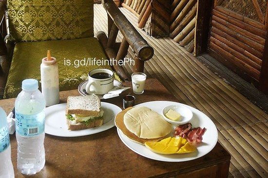 Frendz Resort Boracay: Enjoying breakfast at our porch
