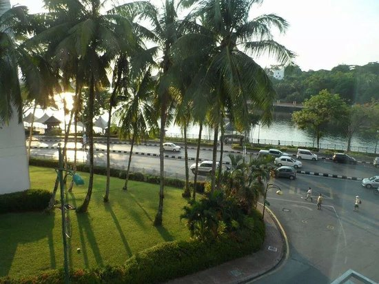 Tune Hotel Waterfront Kuching: The view from my room..
