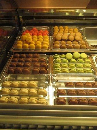 Amorino Málaga: Did I mention the delicious Gelato filled Macarons??
