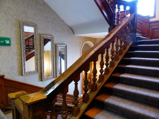 The Dukes Head Hotel: The grand staircase