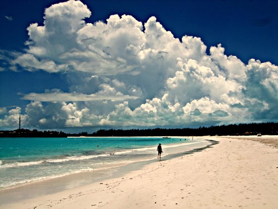 Sandals Emerald Bay Golf, Tennis and Spa Resort: Walking south on the beach