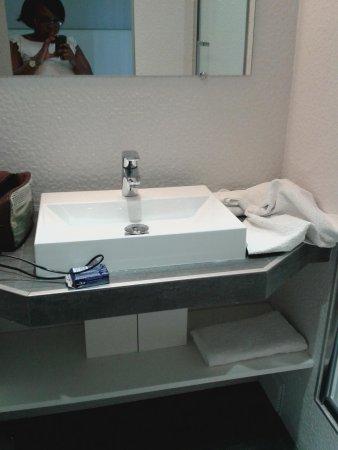 Hotel Nation Montmartre : bathroom 2