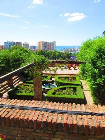 Alcazaba (fort) : Gardens and View