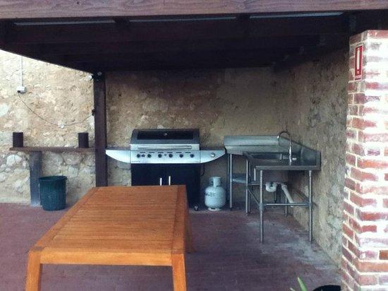 Port Elliot Beach House YHA: Outside BBQ area